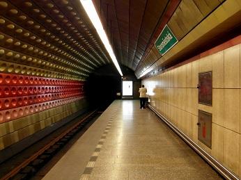 Пражская станция метро